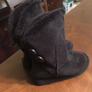 Other - Sold! Size 13 girls boots furry